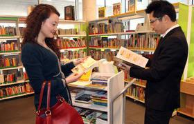 Donaci�n de 280 libros chinos para las mediatecas de Alcobendas